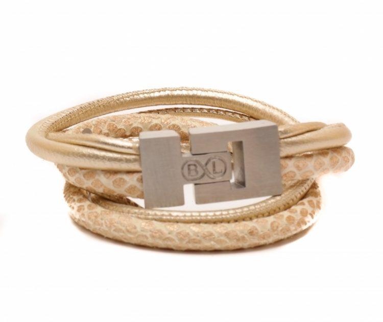 Handgemaakte leren armband in crème metallic,