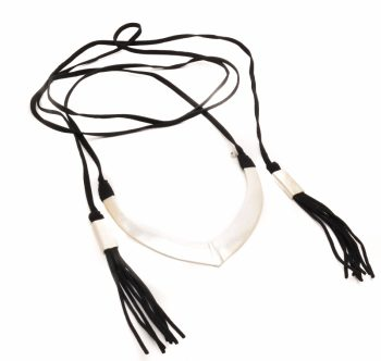 Biba sieraden lang koord choker met zilveren hanger