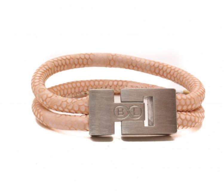 Handgemaakte leren armband met twee banden roze