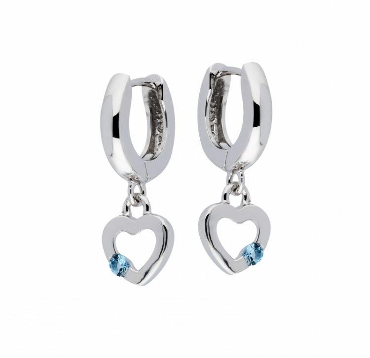 Zilveren creolen met open hartje en blauw steentje