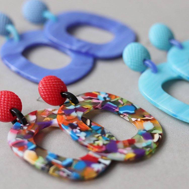 kunsthars oorbellen van Biba in verschillende kleuren verkrijgbaar