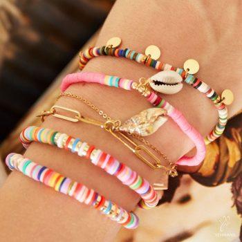 armbandjes met schelp in verschillende kleuren