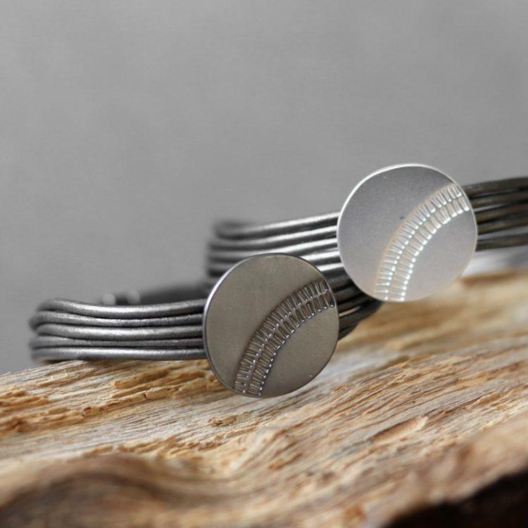 Biba magneet armband met schuifkraal - gun of zilver