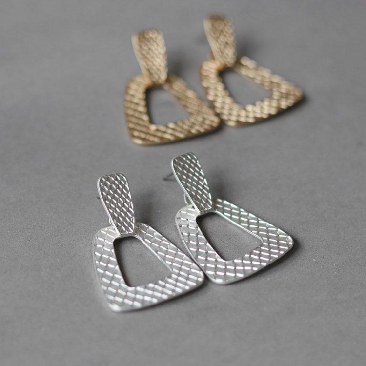 Biba oorbellen zilver open hanger slangenprint