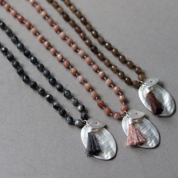 Gekleurde lange ketting met natuursteen kralen-Biba