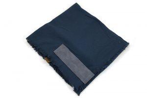 Grote vierkante sjaal blauw met PU lederen insteek lus