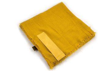 Grote vierkante sjaal oker geel met PU lederen insteek lus