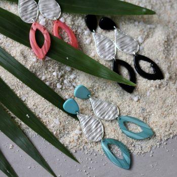 Biba oorbellen in flex hanger zomerse kleuren in combi met zilverkleur