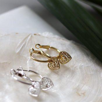 Biba oorringen met hanger opengewerkte hart zilverkleurig of goudkleurig
