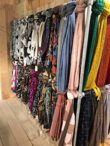 Sjaals Biba altijd een passende tint