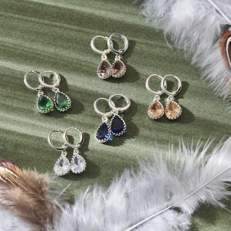 Biba zilverkleurige oorringen met crystal hanger in verschillende kleuren