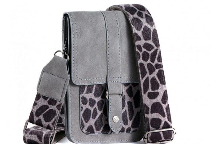 Klein tasje met giraffe vachtje grijs