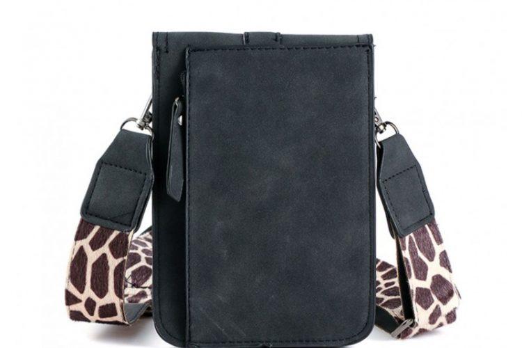 achterkant Klein tasje met giraffe vachtje zwart