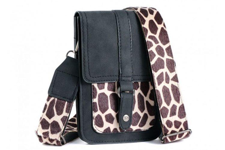 Klein tasje met giraffe vachtje zwart