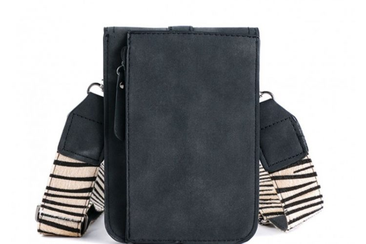 Klein tasje met zebra vachtje zwart achterkant