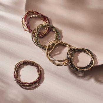 Biba kralen armbandjes setje van 4 gekleurd met goudkleurig
